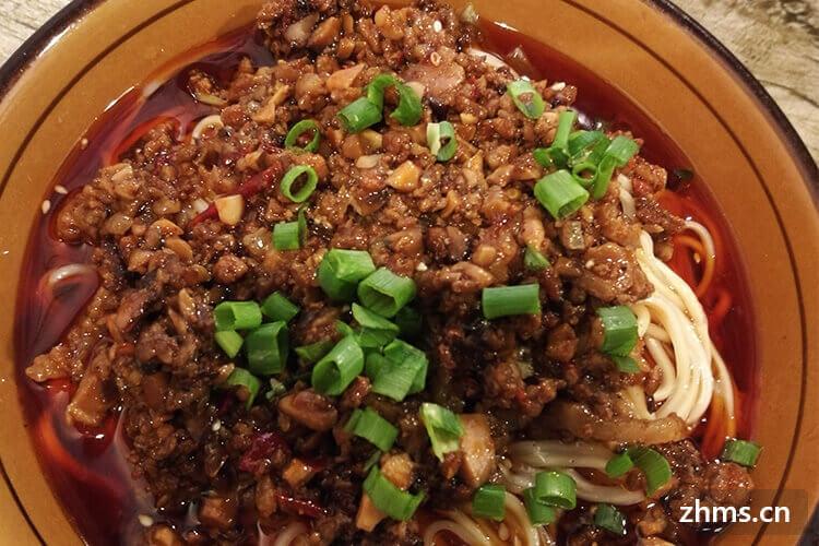 河南烩面的做法是怎样的?和面熬汤是关键,秘制香料正宗风味!