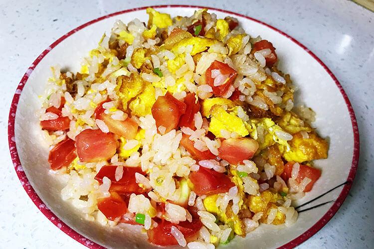 番茄炒蛋的终极下饭之法:番茄蛋炒饭,酸香开胃不浪费一粒米