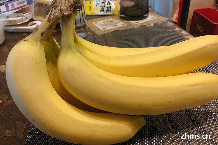香蕉摘下时是青色的哦,那么为了香蕉尽快上市,怎样催熟香蕉?