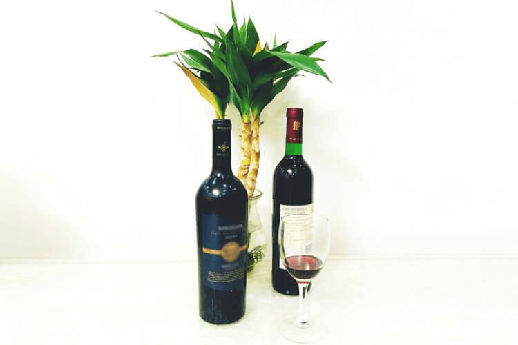 红酒是不是叫葡萄酒啊?一直以为红酒就是葡萄酒的