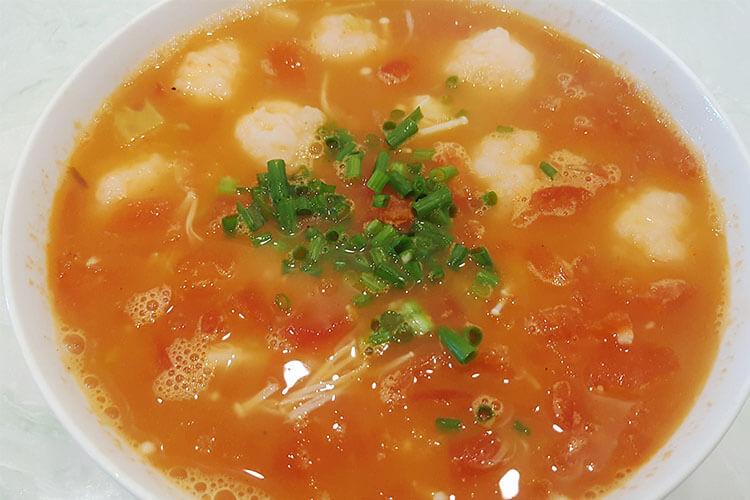 美极鲜极金针菇番茄虾滑汤,不需要配饭,大口吃虾滑就对了!
