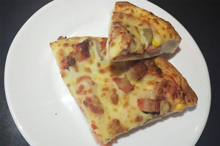 我想自己做披萨,培根披萨需要什么材料呢?