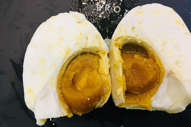 小心把咸鸭蛋和新鲜鸭蛋混在一起了,咸鸭蛋和鲜鸭蛋区分的方法是什么?