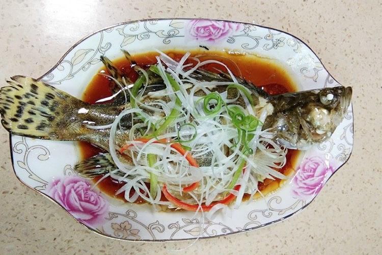 做法万能的清蒸鱼,换成任何喜欢的鱼都能蒸得很好吃
