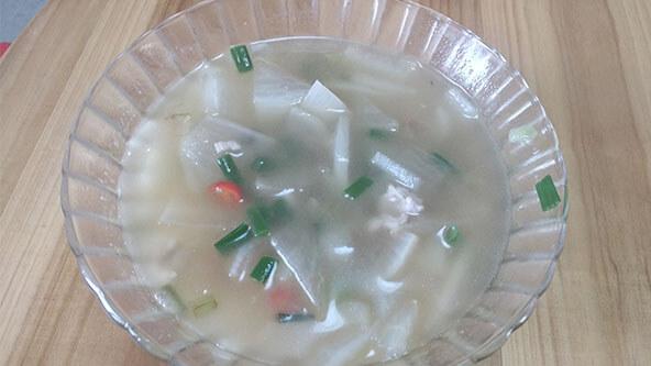 简单的白萝卜汤,泡饭解油腻