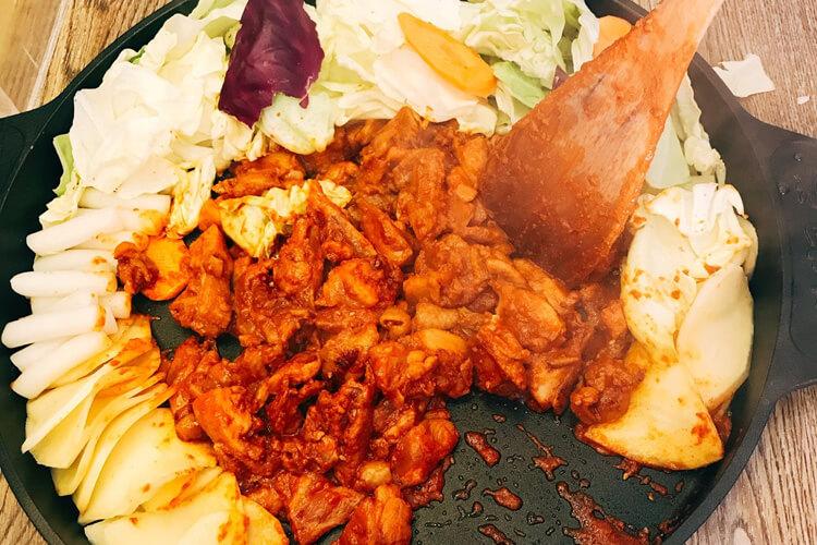 这家韩式铁板炒饭,好吃你就多吃点