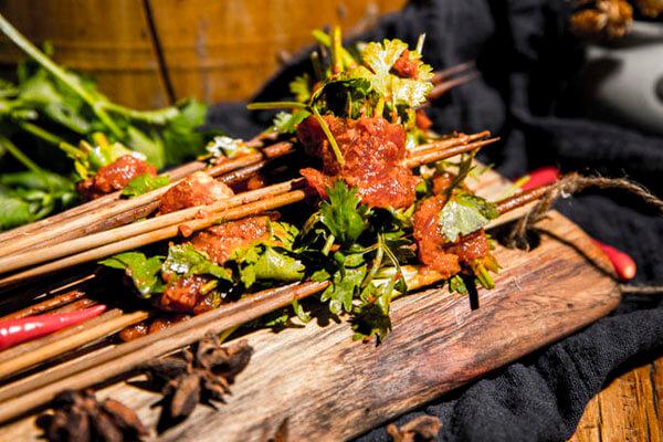 小郡肝串串香加盟:创业者必看的餐饮行业发展趋势