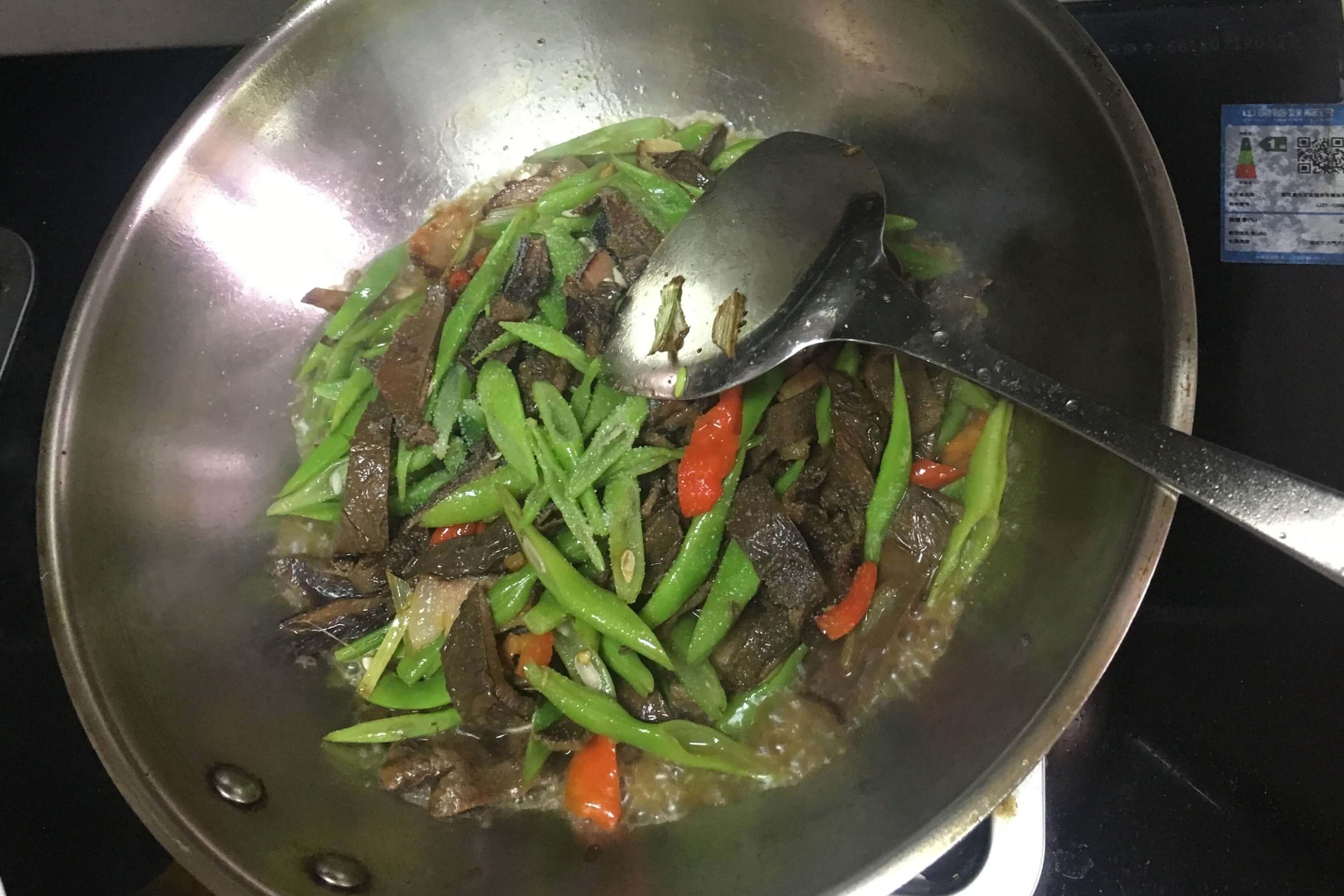这样炒腊肉既解油腻又营养美味!第十步