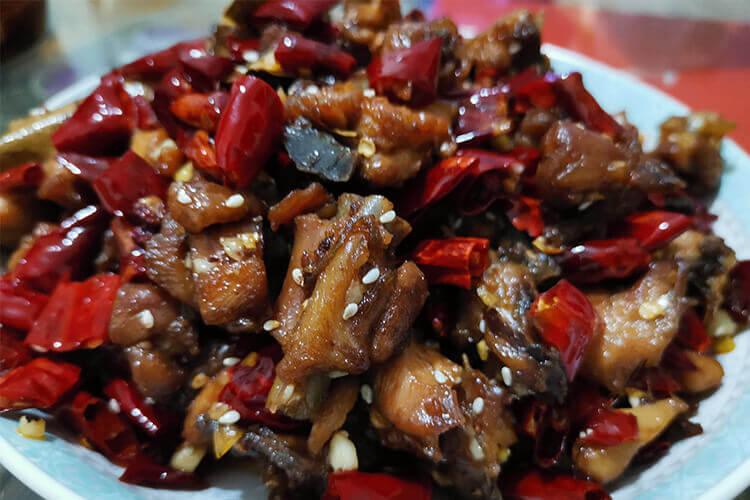 中午的时候想自己做辣子鸡,歌乐山辣子鸡怎么腌制?