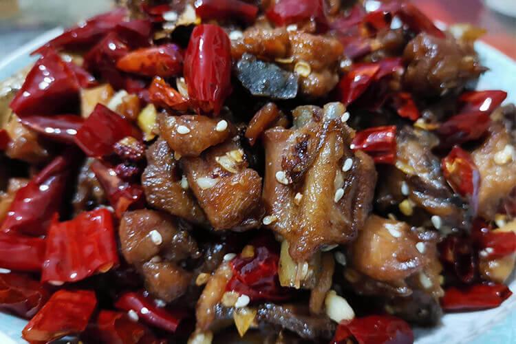 歌乐山辣子鸡起源是什么?和其他地方的辣子鸡是一个味道吗?