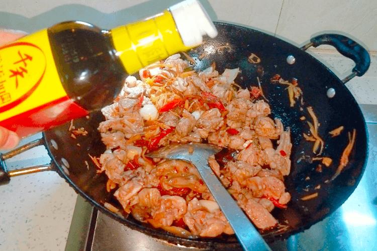 鸭肉怎么做好吃,香喷喷的的青椒爆炒鸭!第十六步