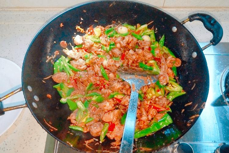 鸭肉怎么做好吃,香喷喷的的青椒爆炒鸭!第十七步