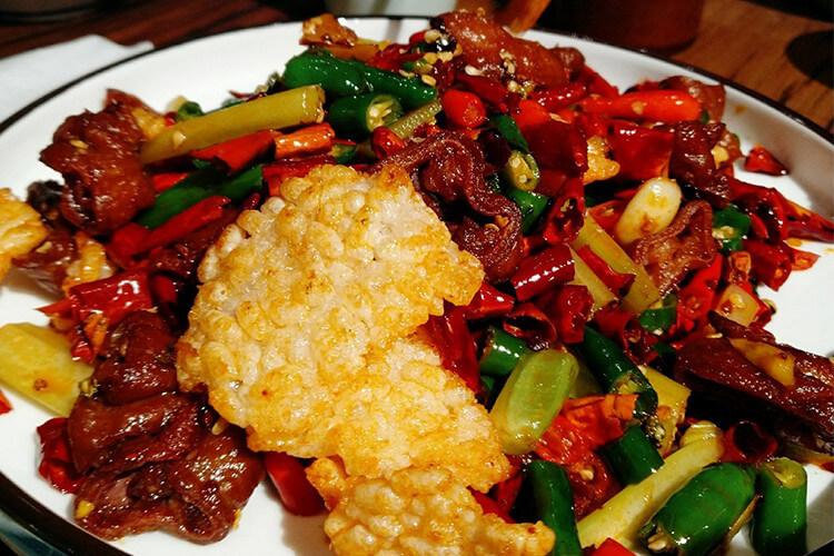 重庆火爆了30年的老酒馆,果然是有酒有肉有故事!