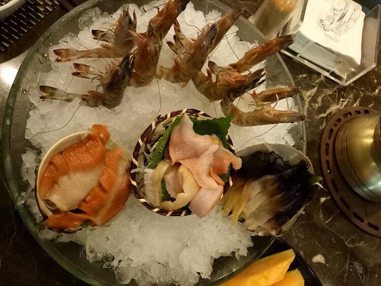 吃了还想再去的海鲨湾海鲜会馆,不提前预定可能会没座