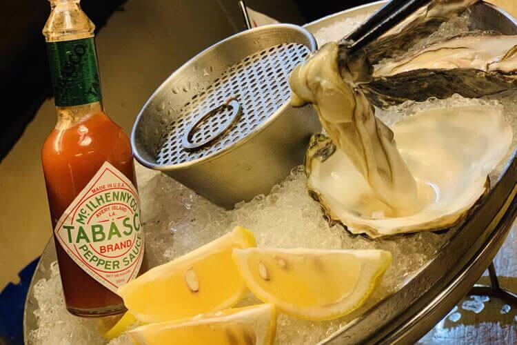 感觉清洗生蚝实在是太麻烦了,请问烧烤店如何清洗生蚝呢?