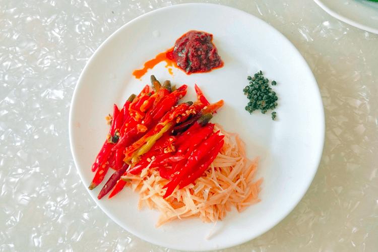 鸭肉怎么做好吃,香喷喷的的青椒爆炒鸭!第三步