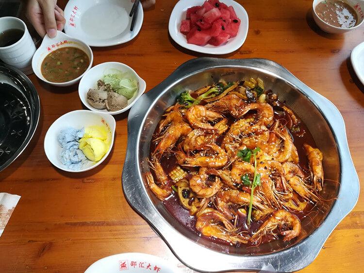 个头饱满的大虾,直接上手撸它!一口一个,越吃越过瘾!