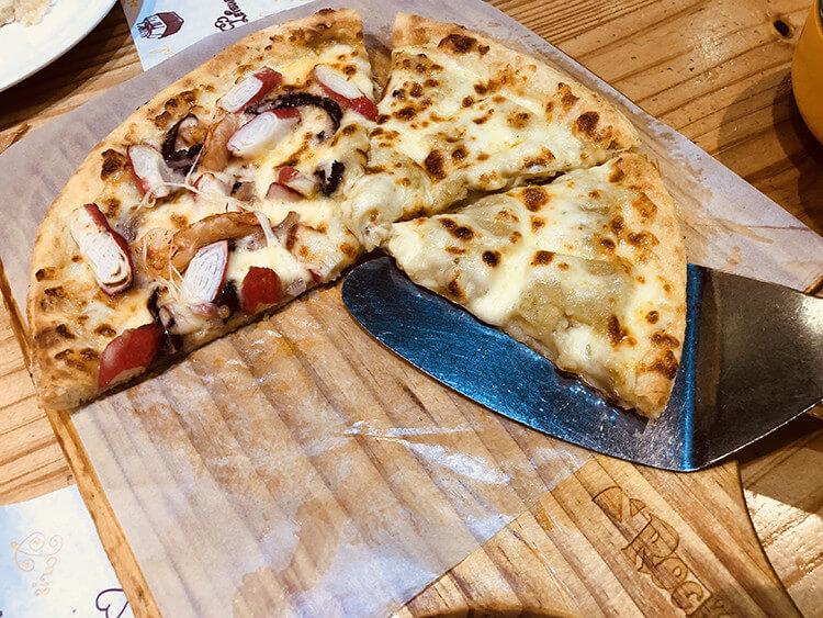 一家超实在的披萨店,喜欢的口味随便拼,人均下来才50元