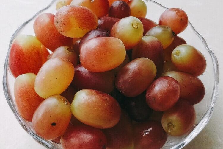 买了一些葡萄,请问葡萄和提子的营养价值是一样的吗?