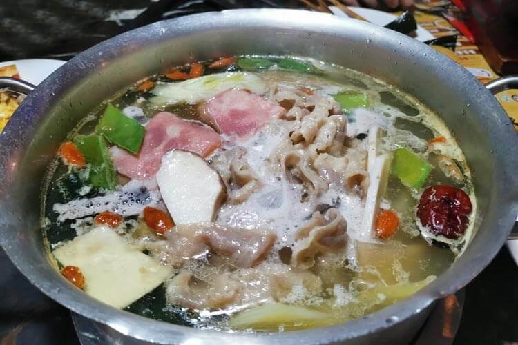 没吃过旋转小火锅,想去体验一次,请问沫伐旋转小火锅怎么样值得去吃吗?