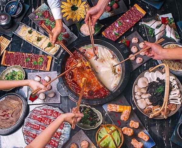 重庆本地人喜欢吃那家火锅?解放碑洞子老火锅还可以哦!