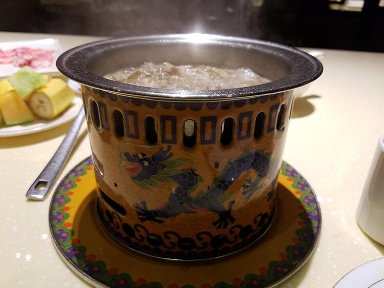 食材都超鲜的小火锅,吃饭的时候还有国风乐器表演看