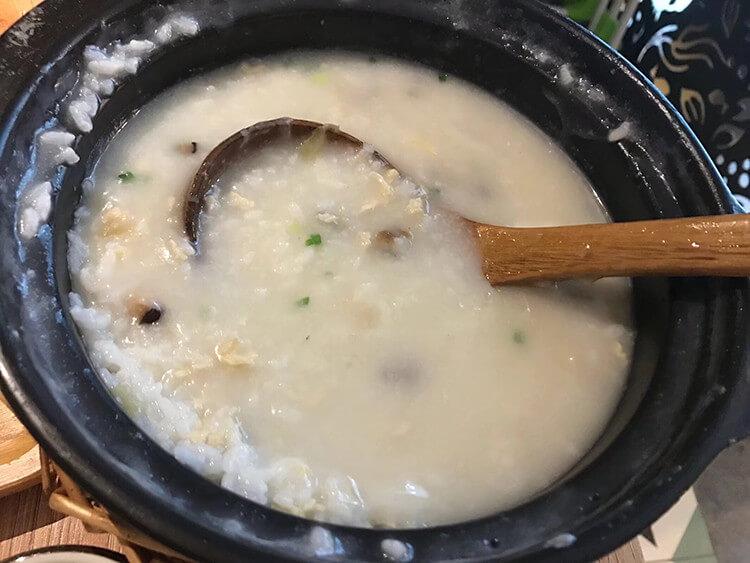 养生达人必吃的潮汕砂锅粥,配上经典广式茶点就更美了