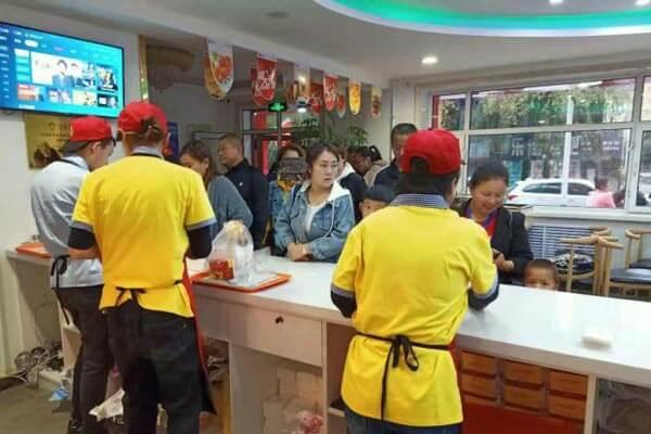 【汉堡店加盟】快乐星汉堡复合式的经营,线上线下多创收!