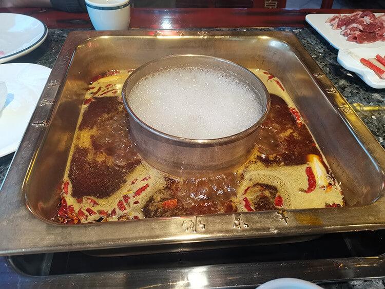 特色十足的冰泉羊肉火鍋,人均四十元就能吃鮮嫩的涮羊肉