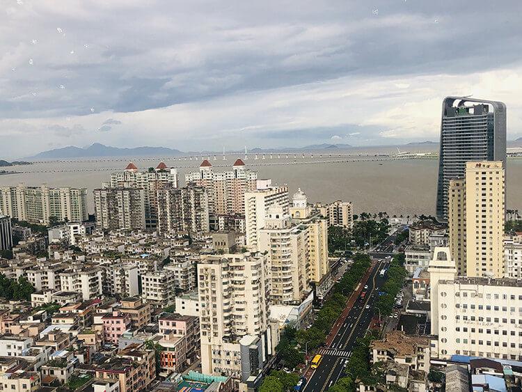 粤海酒店29层的这家旋转餐厅,是喝下午茶最佳的地方之一