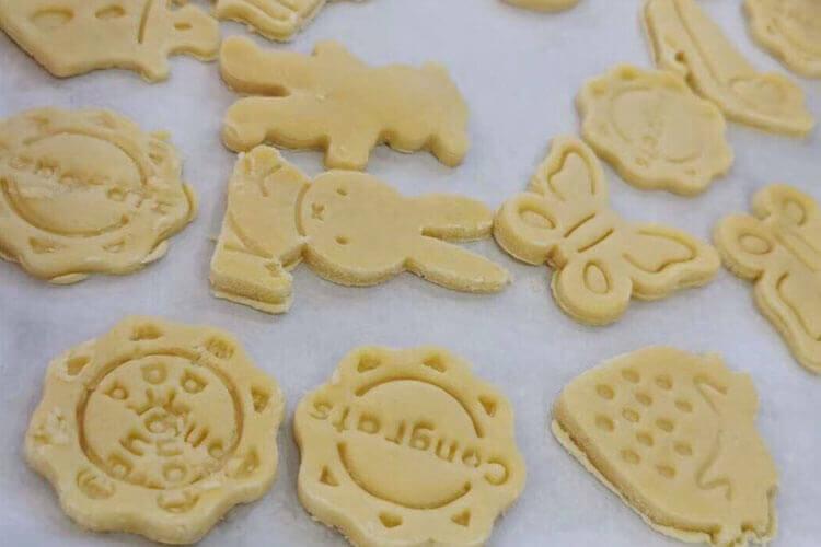 在超市称了点小包装散装饼干,它保质期是多长时间?