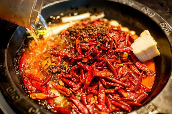 来重庆火锅排名第一的十七门,吃最辣的锅,涮最嫩的肉