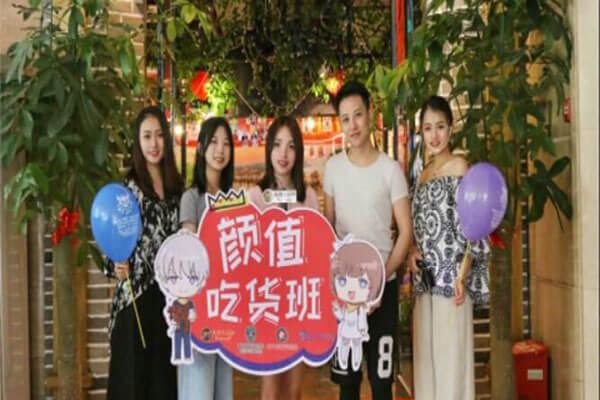 如何正确选择重庆火锅加盟品牌?解放碑洞子为您详解