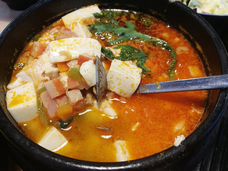 只要30元一份的海鲜豆腐汤,海鲜用料比其他韩料店都丰富