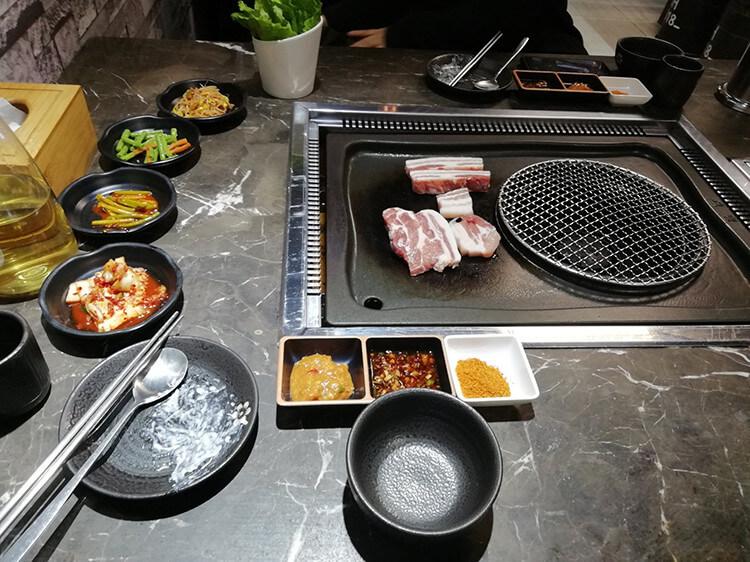 人均70元的韩式烤肉店,厚切五花肉鲜嫩多汁,蘸碟口味非常正宗