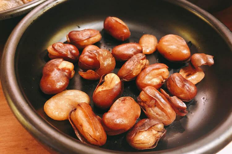 亲戚送来了很多新鲜蚕豆,新鲜蚕豆可以怎么吃?