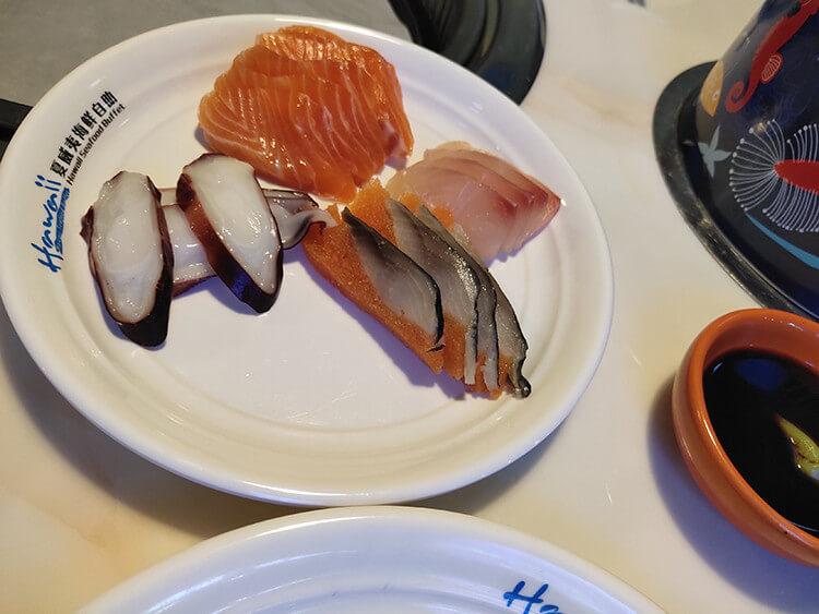 85元就能吃到多種生活海鮮的自助餐廳,不僅有火鍋還有燒烤和西餐