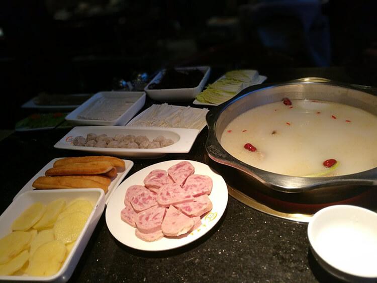 鲜上加鲜的骨头煲汤,人均消费50元都不到