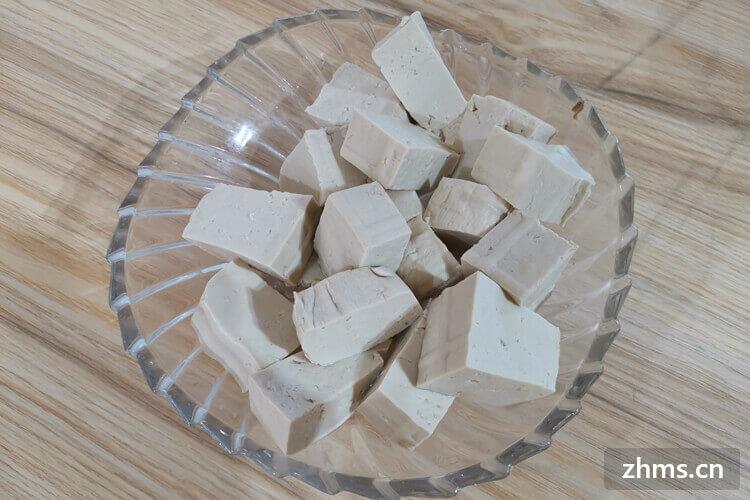 喜欢吃豆腐,但是有人说豆腐热量高,想知道豆腐的热量高吗?