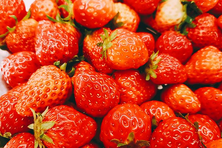 想给小孩儿做点小零食吃 ,请问草莓布丁怎么做才简单又好吃