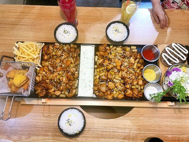 一半鸡肉一半排骨再加上香浓芝士的分米鸡,138元还能配上炸鸡和薯条