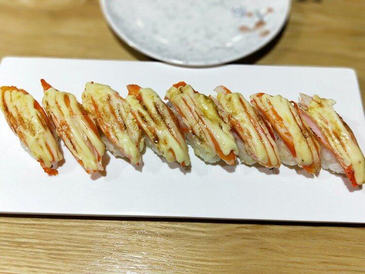 花最少的钱就能吃最丰富的日料,三文鱼盖饭就有满满一层鱼片
