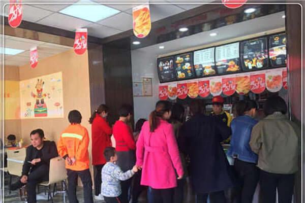 【斗石餐饮】快乐星汉堡加盟店该怎样经营才会吸引更多消费者?