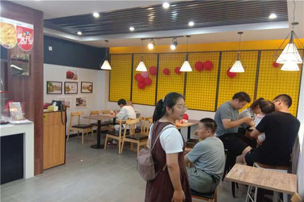 【汉堡店加盟】开好一家成功的快乐星汉堡加盟店的需要做好哪些?