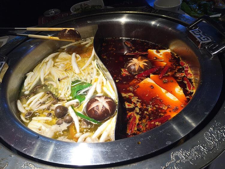 唯一一家可以吃牛肉刺身的火鍋店,入口即化的口感瞬間就能征服你的味蕾!