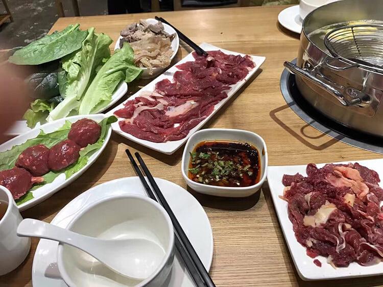 简约不简单的潮汕牛肉火锅,店面虽小,味道却是大大的正宗!