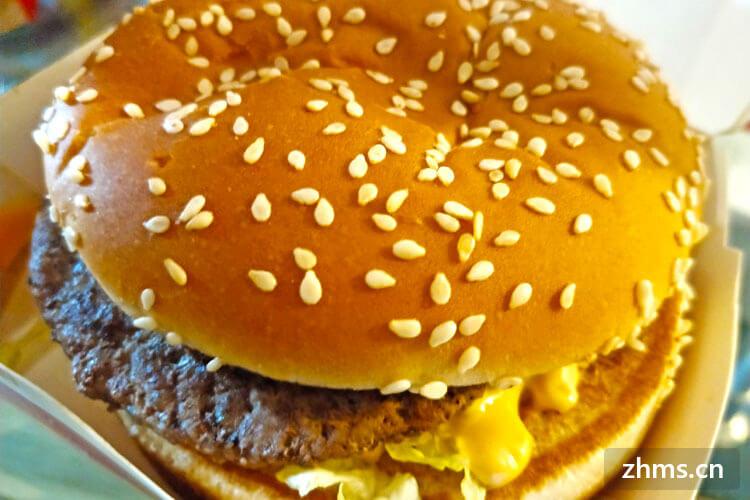 我想开一个汉堡店铺,我想问大家一下不加盟能用贝克汉堡名字吗?