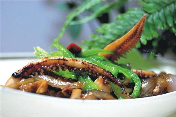 洋葱炒鱿鱼须的做法