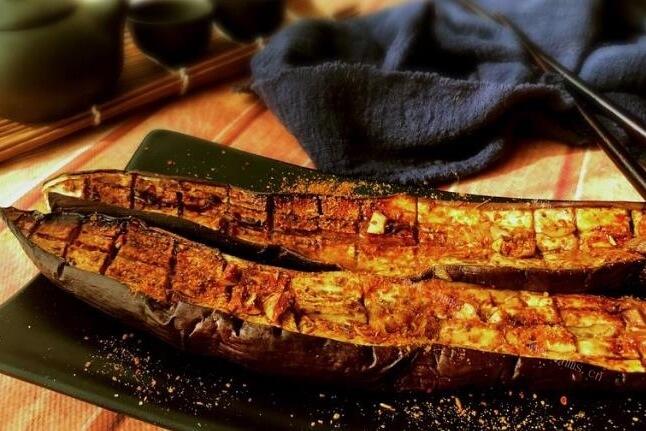在家里有烤箱就能轻松制作的烧烤茄子,做法太简单一学就会