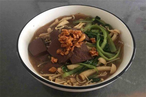 家里也可以轻松的做出美味的鸭血粉丝汤